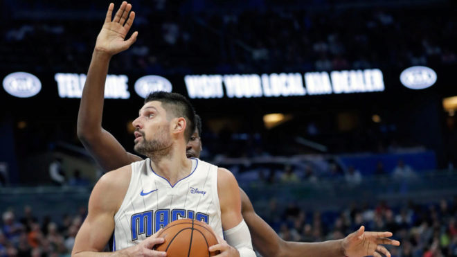 Vucevic brilló con el Magic.