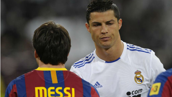 Messi and Cristiano greet each other during a Barcelona-Real Madrid