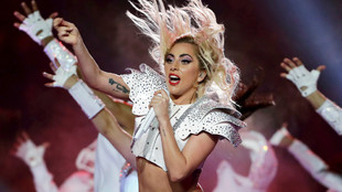 Lady Gaga durante el Super Bowl 51.