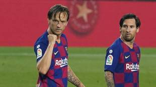 Rakitic, con Messi, en un partido del Barcelona contra el Athletic.