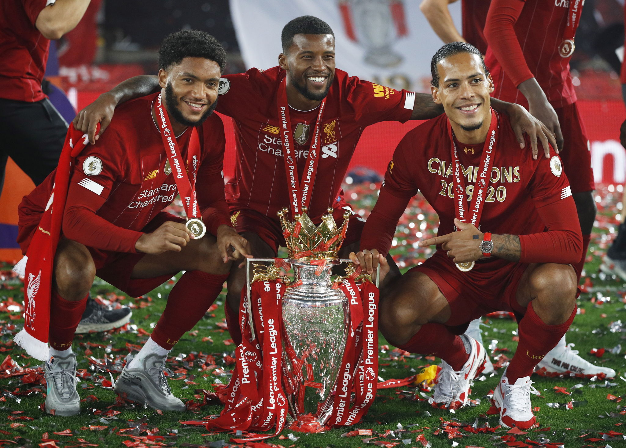 <HIT>Liverpool</HIT> (United Kingdom), 22/07/2020.- (L-R) <HIT>Liverpool</HIT>s Joe Gomez, Georginio Wijnaldum and Virgil van Dijk pose with the Premier League trophy following the English Premier League soccer match between <HIT>Liverpool</HIT> FC and Chelsea FC in <HIT>Liverpool</HIT>, Britain, 22 July 2020. (Reino Unido) EFE/EPA/Phil Noble/NMC/Pool EDITORIAL USE ONLY. No use with unauthorized audio, video, data, fixture lists, club/league logos or live services. Online in-match use limited to 120 images, no video emulation. No use in betting, games or single club/league/player publications