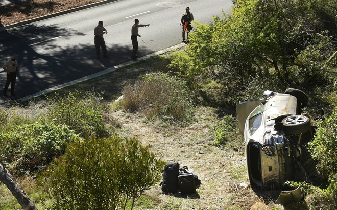 Tiger Woods fue encontrado inconsciente tras el accidente.